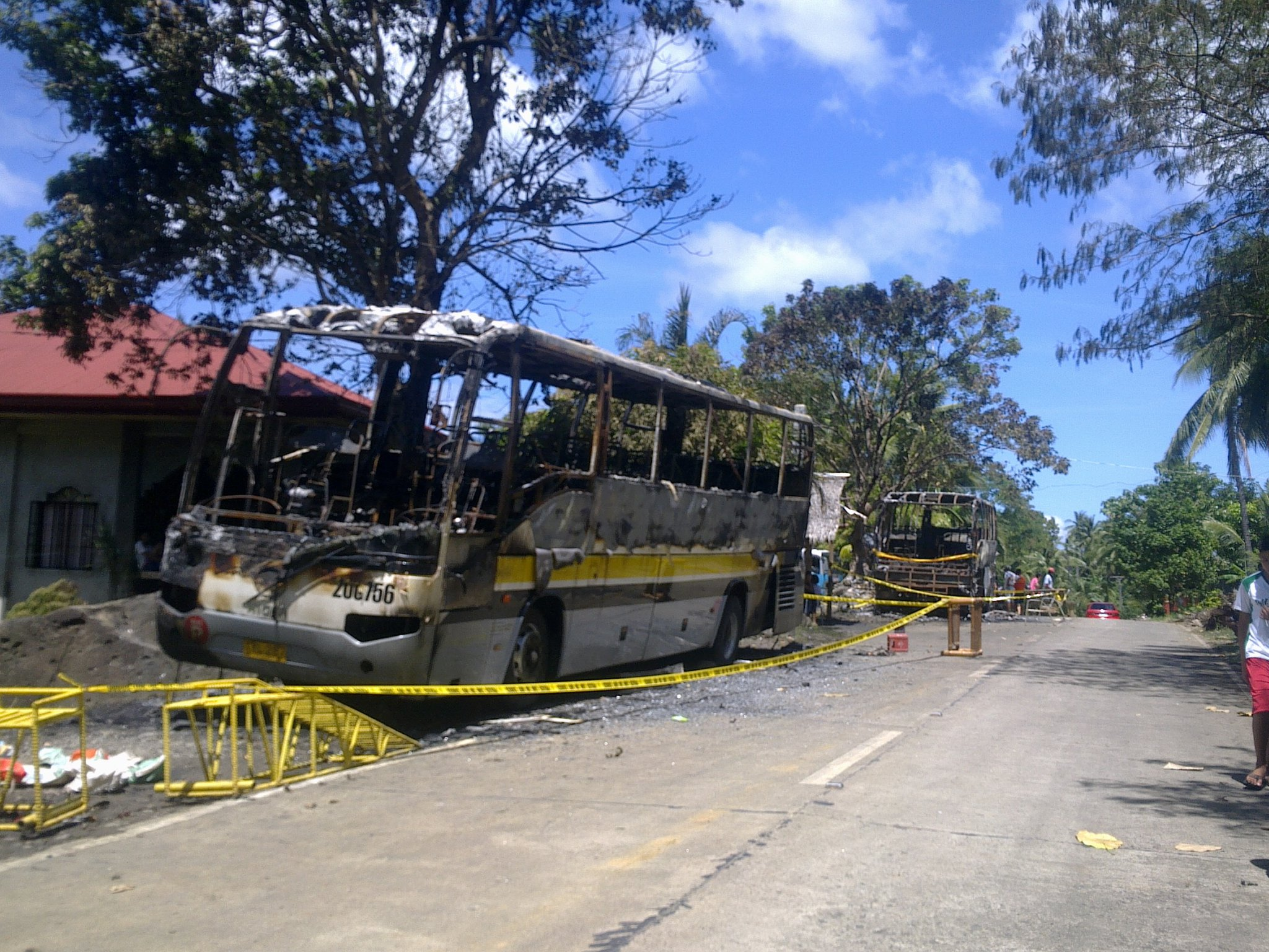 PNP8 orders thorough investigation on arson of 2 drivers, 2 buses in Almeria