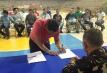 COVENANT SIGNING. Local candidates and heads of concern government agencies in Biliran province sign a covenant for the attainment of honest, orderly and peaceful synchronized national and local elections in May 9, 2016. The covenant signing and seminar of local candidates held at the Naval Gymnasium on February 28, 2016 was led by the provincial office of the Commission on Election (Comelec) in Biliran province and was attended by the provincial level and municipal candidates of Naval and Kawayan.(rvictoria/PIA 8 Biliran)