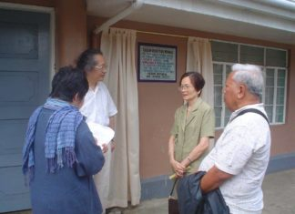 In March 2005, Mana Naning Velasquez (second from right) paired with then Mayor Pablo Mejia III to unveil the marble marker for the Biliran-Japan Peace Memorial on the wall of the old Biliran Municipal Building. With her in the photo are (from right) Mr. Antero Junia, Mana Naning's brother-in-law, Prof. Tomoe Shitaba (+) of Tokyo International University in Japan, and a female TIU professor.